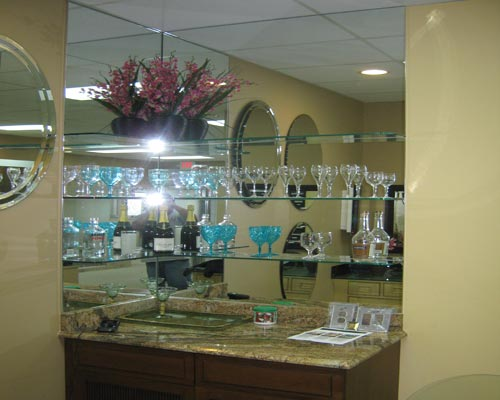 Paradise Glass and Mirror offer Mirrored Wet Bars in Naples, FL