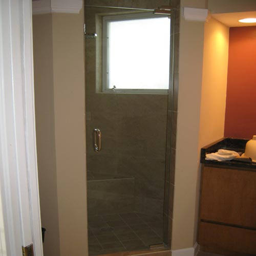 Paradise Glass and Mirror offers Shower Doors in Naples, FL