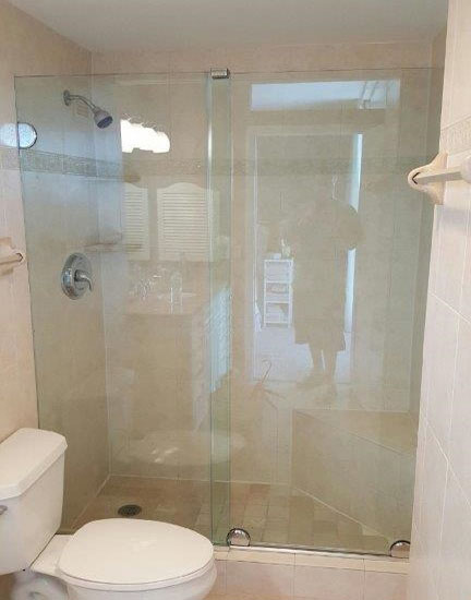 Paradise Glass and Mirror offers Essence Showers in Naples, FL