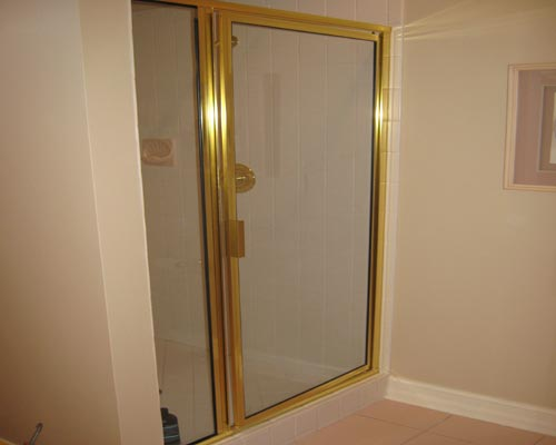 Paradise Glass and Mirror offers Framed Showers in Naples, FL