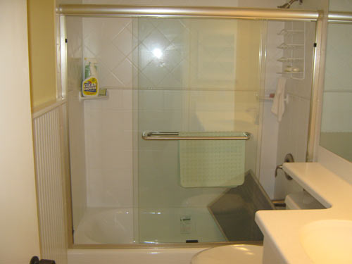 Paradise Glass and Mirror offers Bi-Pass Showers in Port Royal, FL
